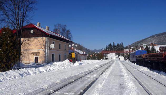 Photo of На Прикарпатье 40% туристов едут железнодорожным транспортом — ОГА