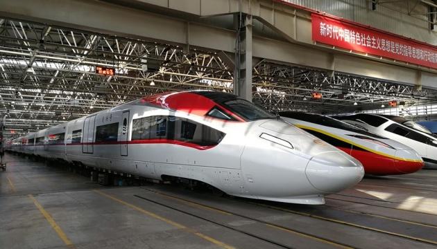 Photo of В Китае представили грузовой поезд разгоняется до 350 километров